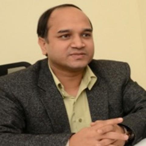 Dr Ashish  Jindal