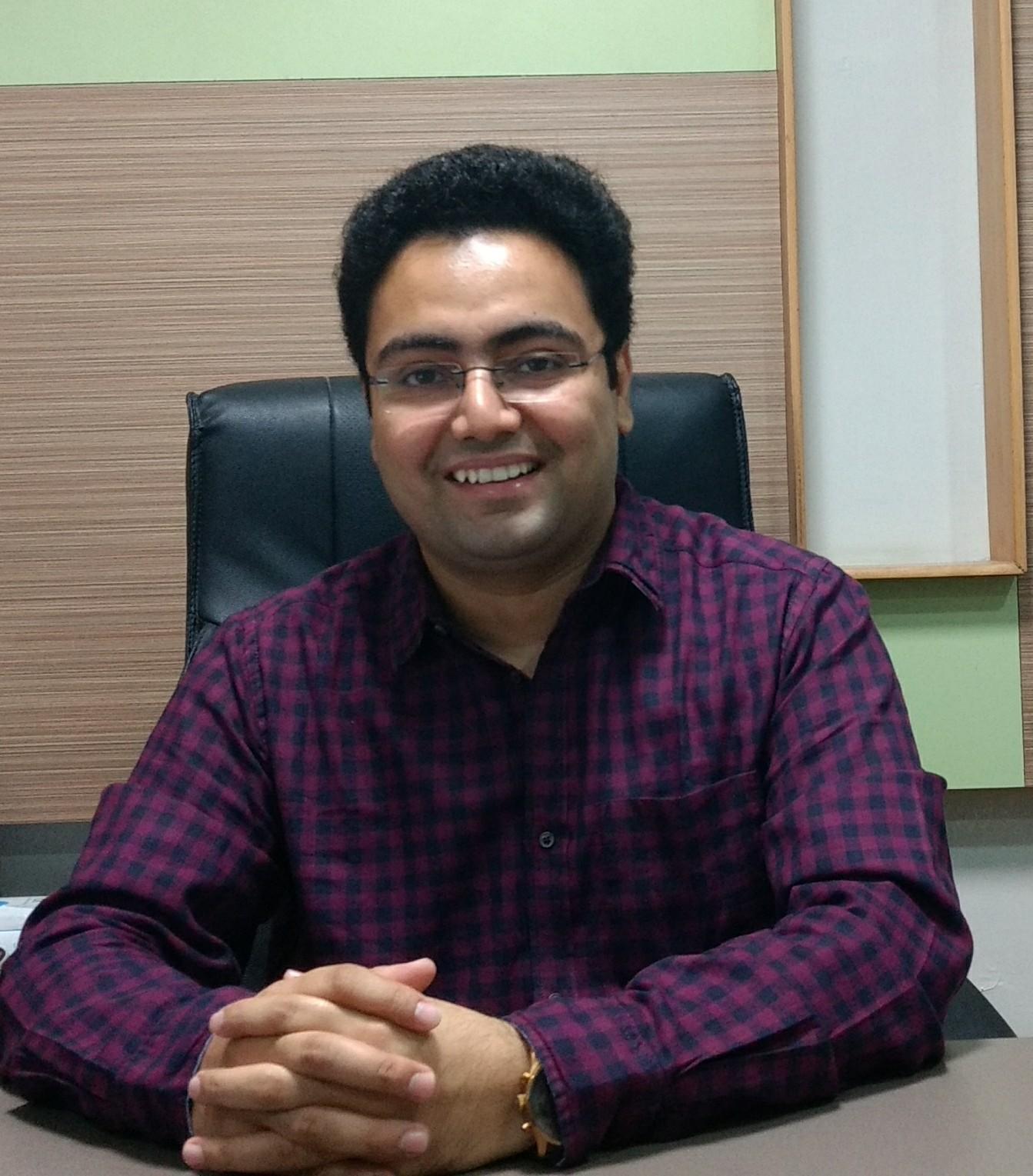 Dr Eshaan  Kaushik